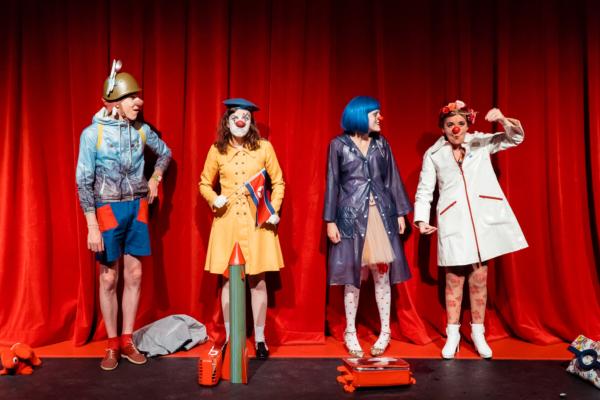 Pyongyang espionné par des clowns français