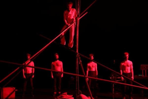 Guillaume Clayssen mène le cirque en bateau
