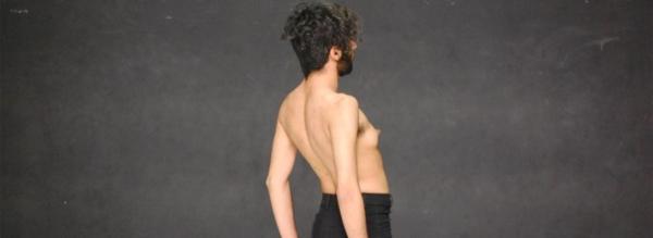 / critique / L'érotisme à fleur de peur de Sorour Darabi