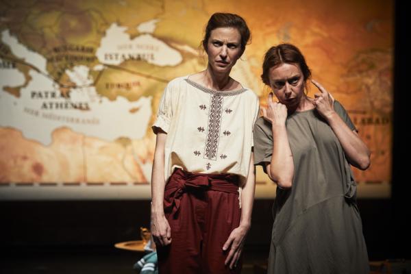 / critique / Au-delà de la forêt, le monde avec Émilie Caen et Anne-Élodie Sorlin