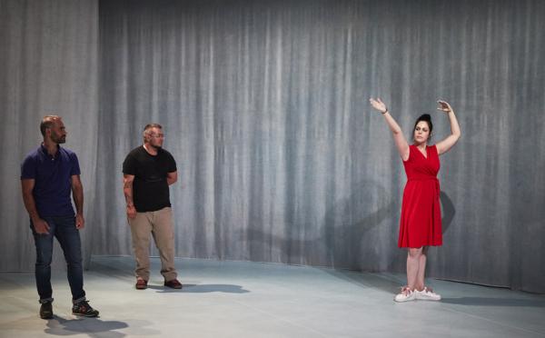 / critique / Didier Ruiz met Avignon en Trans