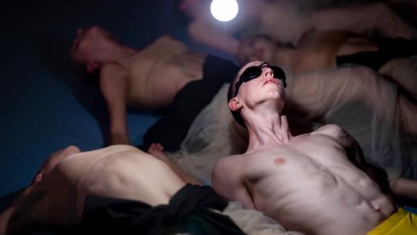 / critique / L'éternelle jeunesse du Nederlands Dans Theater