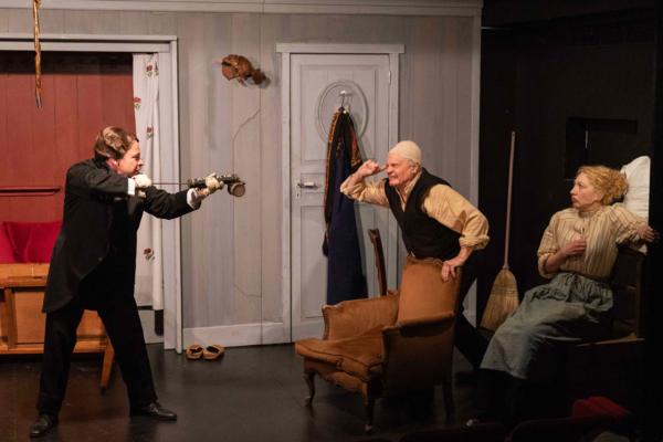 / critique / Un trio de folie pour un Tchekhov survolté