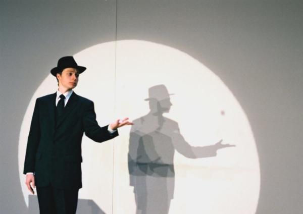/ critique / Pierric Tenthorey, illusionniste surréaliste