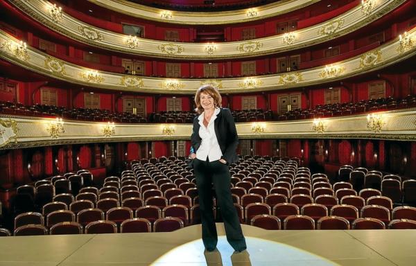 Muriel Mayette-Holtz sous la coupole de l'Académie des beaux-arts