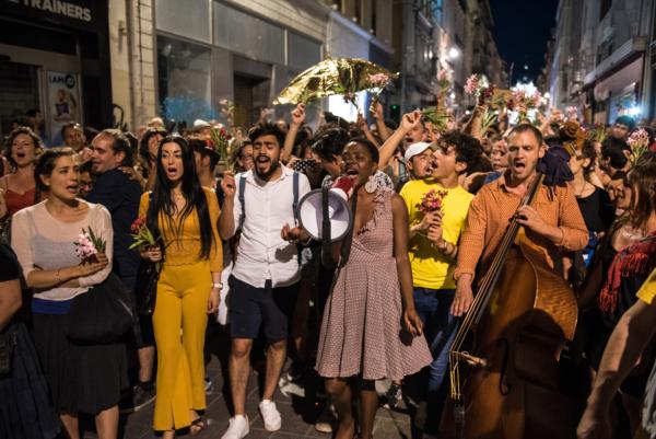 / reportage / Rara Woulib hacke les rues de Marseille