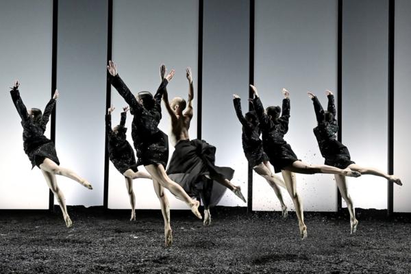 / critique / Angelin Preljocaj l'œuvre au noir