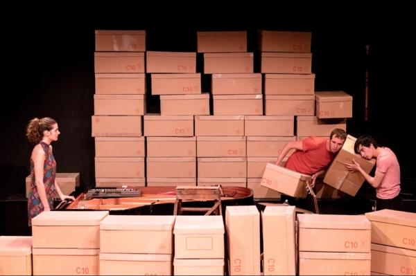 / critique / Les boîtes à mélodie d'Antonin Tri Hoang