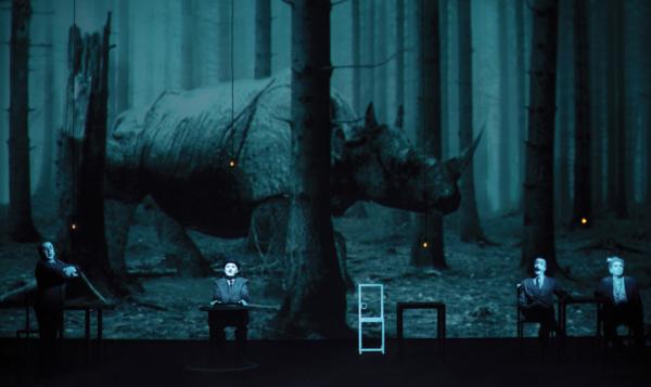 La tournée française et belge du Rhinocéros de Bob Wilson est annulée