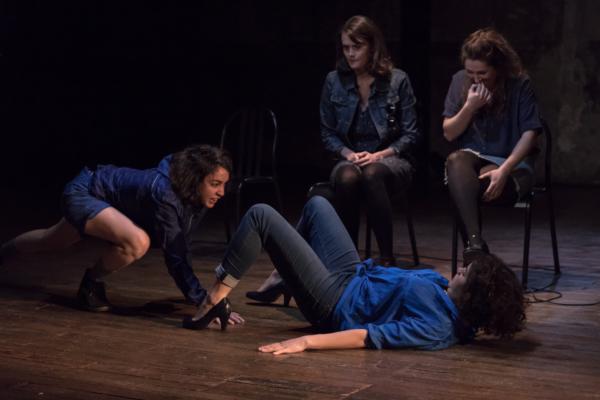 / critique / Lisa Guez ouvre en grand le cabinet de Barbe-Bleue