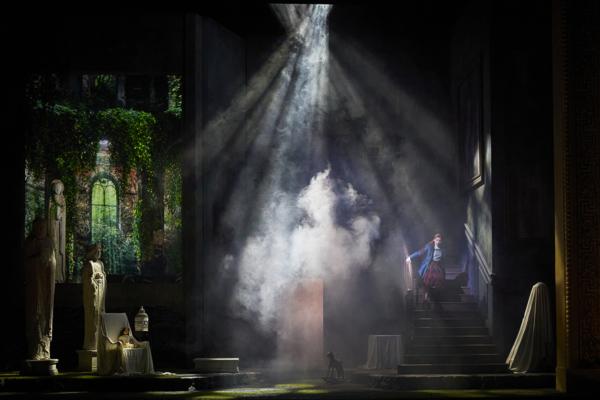 / critique / A l'Opéra-Comique, une Dame blanche hantée par le passé