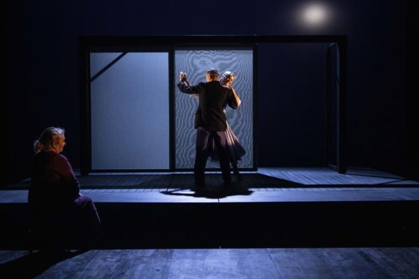 / critique / Christine Letailleur dresse le théâtre contre le Pacifique