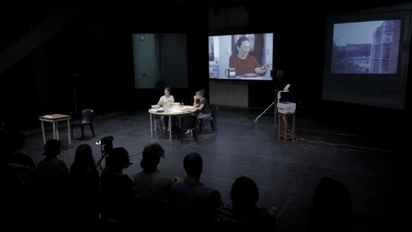 / critique / Droite-Gauche : les racines emmêlées de Sandra Iché