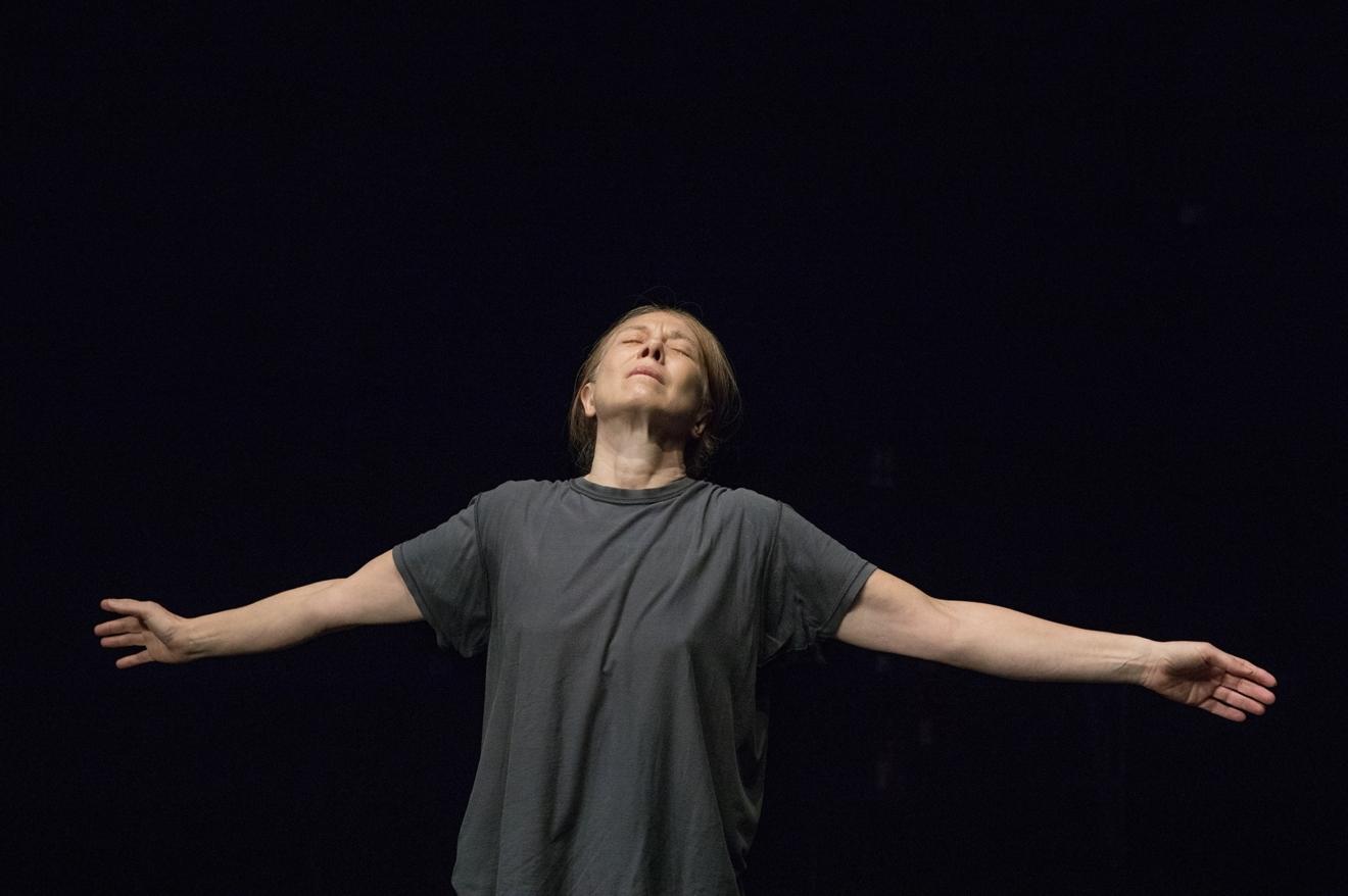 / critique / Valérie Dréville, une actrice qui danse