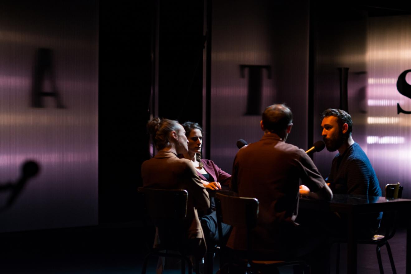/ critique / Antis : théâtre fragmentaire pour société fragmentée
