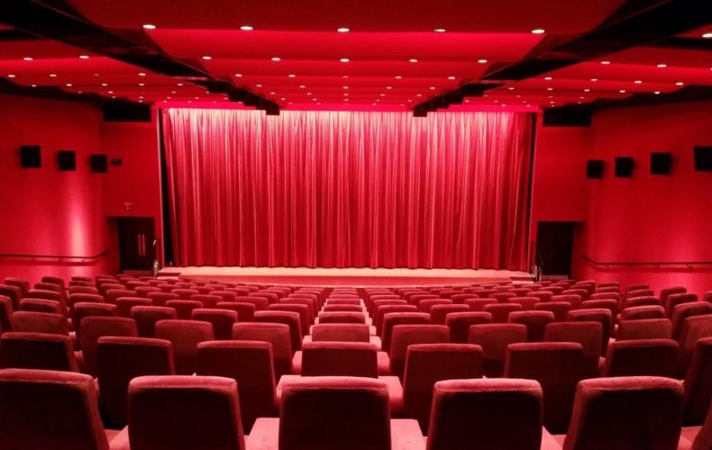 Certains professionnels demandent l'autorisation d'accueillir les élèves au théâtre