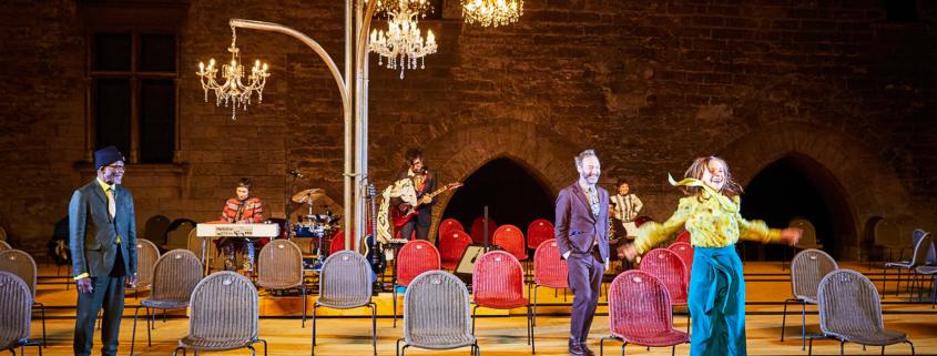 La Cerisaie Tiago Rodrigues Tchekhov Cour d'honneur du Palais des Papes Festival Avignon 2021 Isabelle Huppert