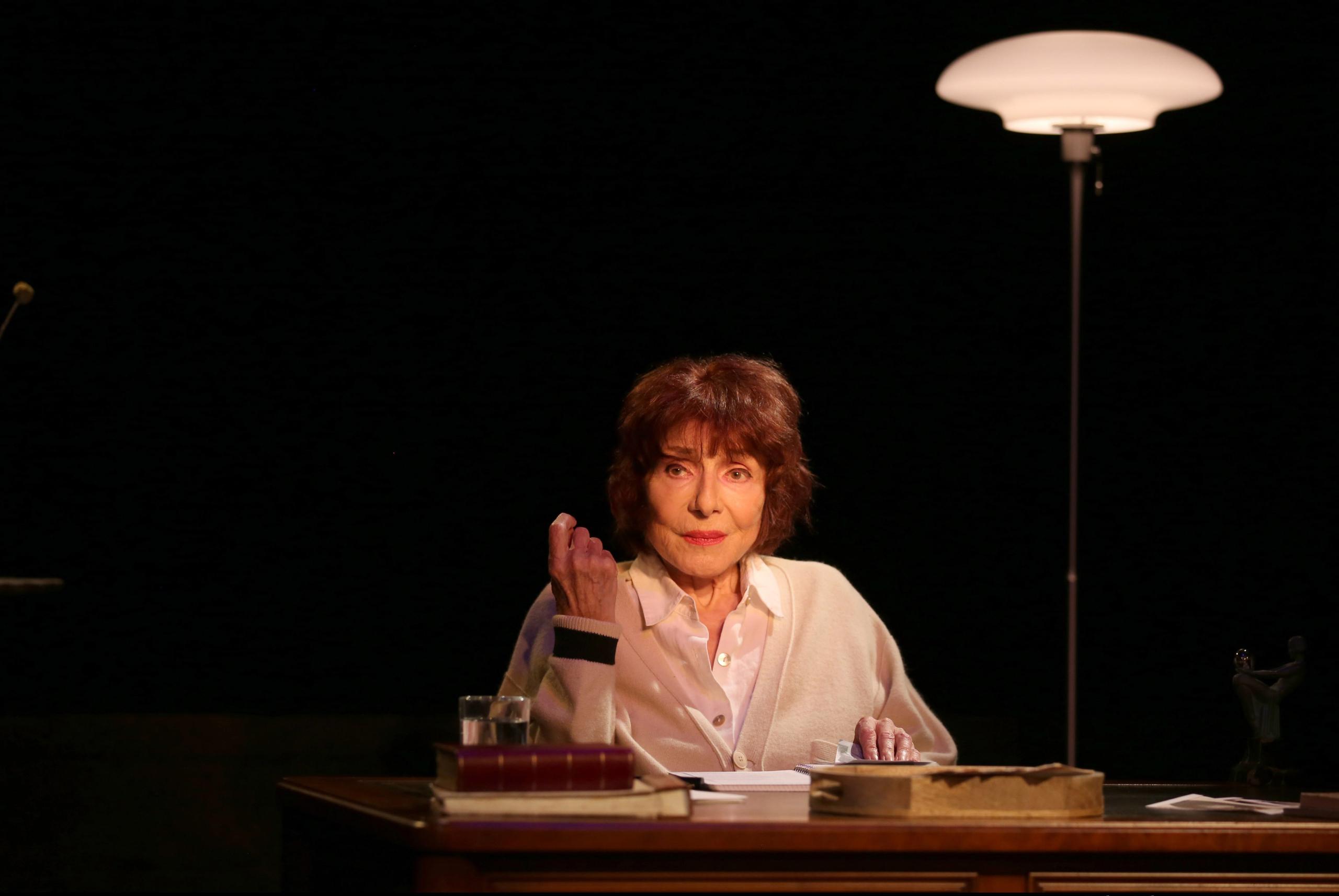 Judith Magre dans Une Vie allemande de Christopher Hampton au Poche-Montparnasse
