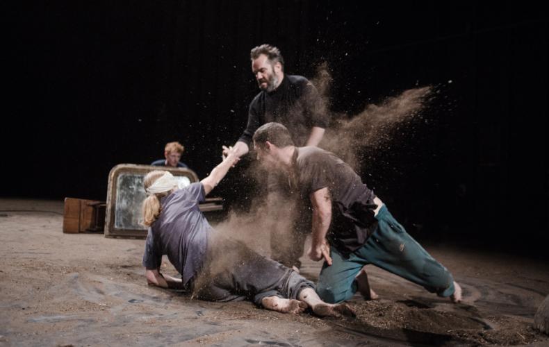 Luca Giacomoni adapte Hamlet sous la forme d'une partition théâtrale et musicale photo Cha Gonzalez