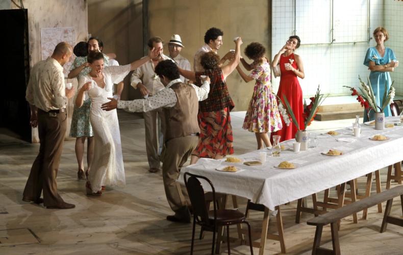 Julie Deliquet adapte Huit heures ne font pas un jour de Fassbinder au Théâtre Gérard Philipe TGP